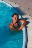 Het meisje in de pool Royalty-vrije Stock Afbeelding