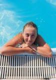 Het meisje in de pool Royalty-vrije Stock Foto