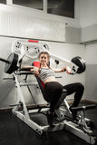 Het meisje in de sport van de de training gezonde levensstijl van het gymnastiekconcept Stock Fotografie