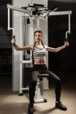 Het meisje in de sport van de de training gezonde levensstijl van het gymnastiekconcept Royalty-vrije Stock Foto
