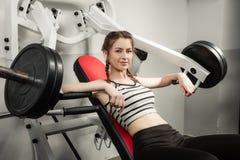 Het meisje in de sport van de de training gezonde levensstijl van het gymnastiekconcept Royalty-vrije Stock Fotografie