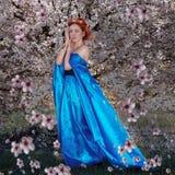 Het meisje in de tuin Royalty-vrije Stock Afbeeldingen