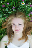 Het meisje in de weide Royalty-vrije Stock Fotografie
