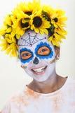 Het meisje in Dia DE los Muertos Halloween maakt omhoog Stock Fotografie