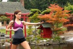 Het meisje doet Yoga royalty-vrije stock afbeelding