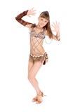 Het meisje in een bruine kleding, stelt in studio Royalty-vrije Stock Foto's