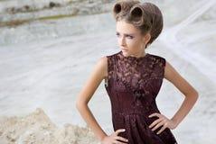 Het meisje in een kleding Stock Afbeeldingen