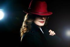 Het meisje in een rode hoed Royalty-vrije Stock Fotografie