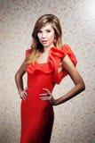 Het meisje in een rode kleding Royalty-vrije Stock Afbeelding