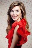 Het meisje in een rode kleding Stock Foto
