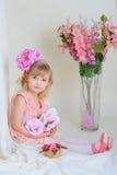 Het meisje in een roze kleding Royalty-vrije Stock Afbeeldingen