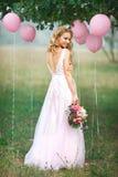 Het meisje in een tedere kleding Royalty-vrije Stock Fotografie
