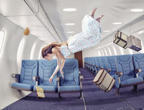 Het meisje in een vliegtuig Stock Afbeeldingen