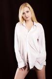 Het meisje in een wit overhemd Royalty-vrije Stock Foto