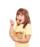 Het meisje eet spaghetti Royalty-vrije Stock Afbeeldingen