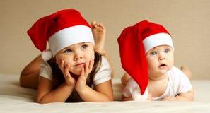 Het meisje en de Baby van Kerstmis stock foto's
