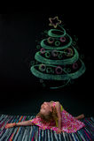 Het meisje en de getrokken boom Royalty-vrije Stock Foto's