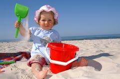 Het meisje en de hoed van de baby Stock Afbeeldingen