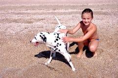 Het meisje en de hond. royalty-vrije stock afbeeldingen