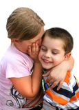 Het meisje en de jongen bespreken om het even welk geheim royalty-vrije stock afbeelding