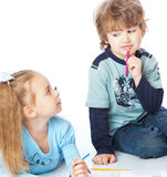 Het meisje en de jongen schilderen Royalty-vrije Stock Foto's