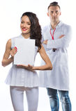 Het meisje en de man in de kleren van artsen Stock Afbeelding