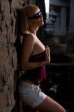 Het meisje en de ruïnes Stock Fotografie