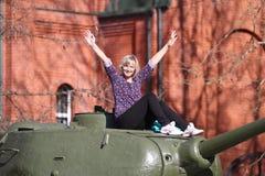 Het meisje en de tank Royalty-vrije Stock Foto's