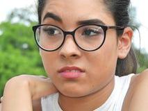 Het Meisje en de Zorg van Latina Royalty-vrije Stock Afbeeldingen