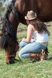 Het meisje en het paard Stock Afbeeldingen