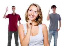 Het meisje en twee jonge mensen Stock Afbeelding