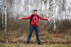 Het meisje ging in het bos Royalty-vrije Stock Foto's