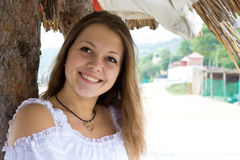Het meisje glimlacht Royalty-vrije Stock Afbeeldingen