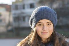 Het meisje glimlacht Royalty-vrije Stock Foto's