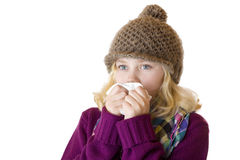 Het meisje heeft snuifje en blaast haar neus met een weefsel Stock Foto