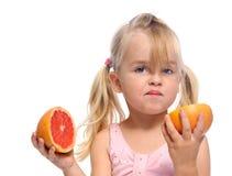 Het meisje heeft zuur fruitgezicht royalty-vrije stock afbeeldingen