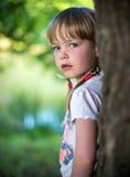 Het meisje in het Bos Royalty-vrije Stock Foto