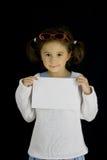 Het meisje houdt een blad van Witboek Royalty-vrije Stock Fotografie
