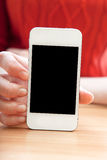 Het meisje houdt een smartphone in hand Stock Foto's