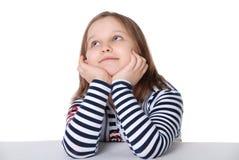 Het meisje kijkt upwards Stock Foto