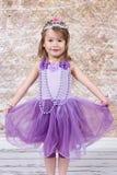 Het meisje kleedde zich bij Prinses Stock Afbeeldingen