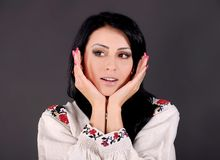 Het meisje kleedde zich in Oekraïense stijl Royalty-vrije Stock Afbeeldingen