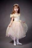 Het meisje kleedde zich omhoog als prinses Stock Foto's