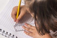 Het meisje leert royalty-vrije stock afbeelding