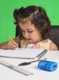 Het meisje leert stock afbeeldingen