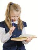 Het meisje leest het boek royalty-vrije stock afbeeldingen