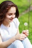 Het meisje maakt een wens stock foto