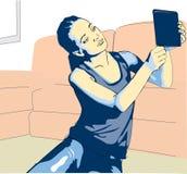 Het meisje maakt in haar ruimte selfy Royalty-vrije Stock Afbeeldingen