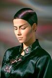 Het meisje met buitensporige make-up Royalty-vrije Stock Foto