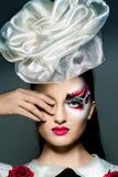 Het meisje met buitensporige make-up Royalty-vrije Stock Foto's